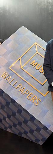 Harry Allen e Beto Cocenza na instalação da Muse Wallpapers durante o BOOMSPDESIGN