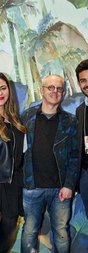 Enzo Sobocinski no estande da Muse Wallpapers