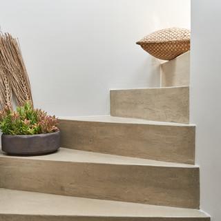K40 B apartment stairs