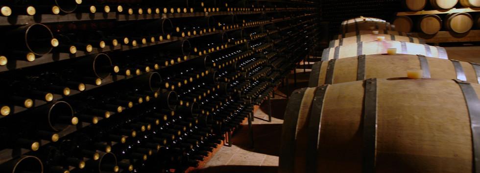 wine-cellar-2430651_1920.jpg