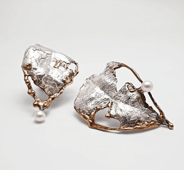 earrings from the delight collection in the shape of a leaf, made from bronze and silver with pearls