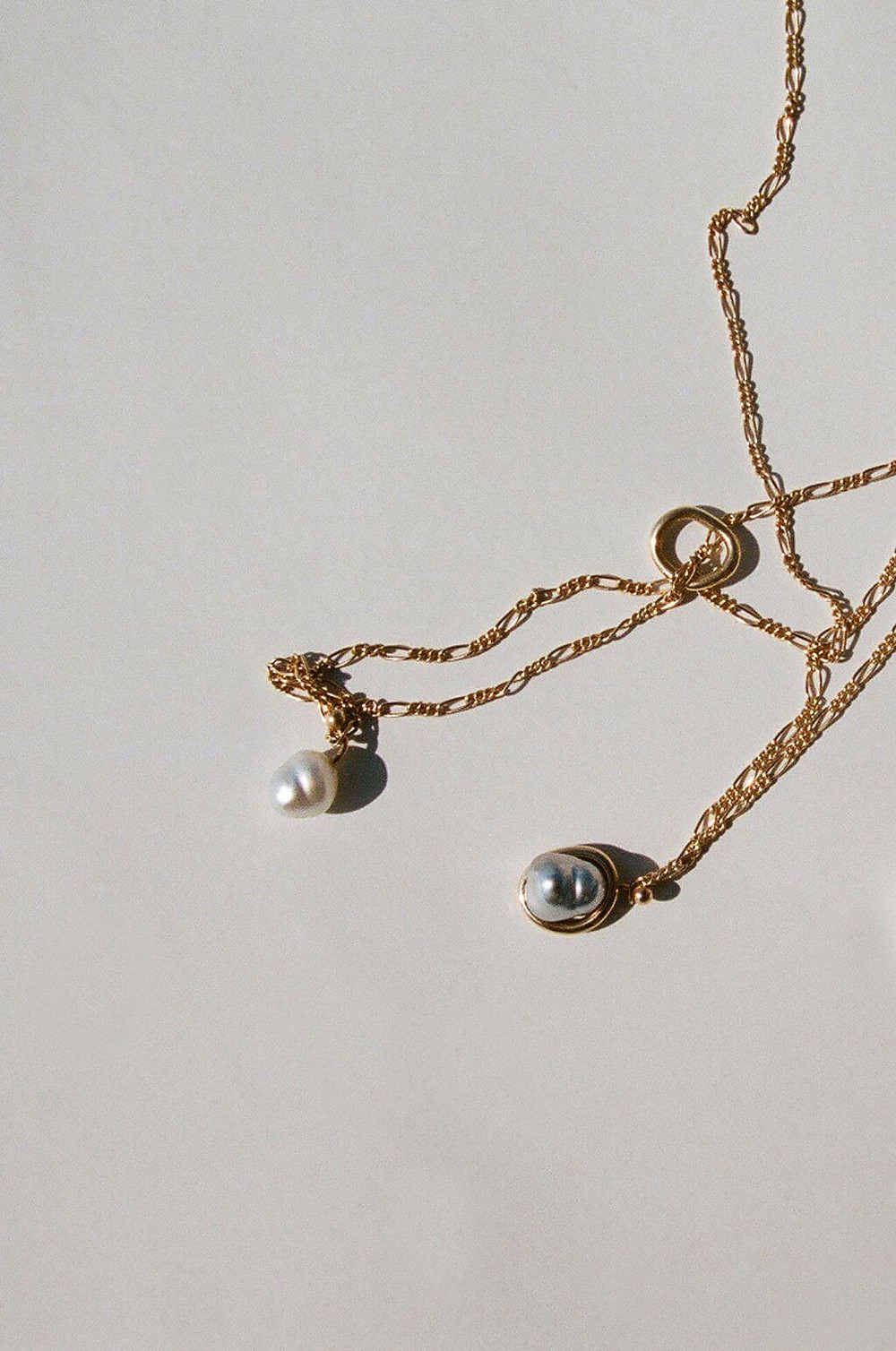 Necklace with fine gold chain and a pearl attached as a charm