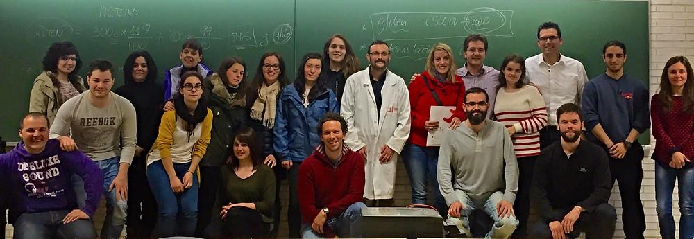 Los asistentes con el profesor Jesús Castro