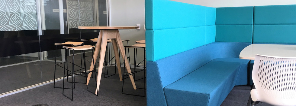 Collaborative High-backed Enclosure & Leaner Table w. Stools