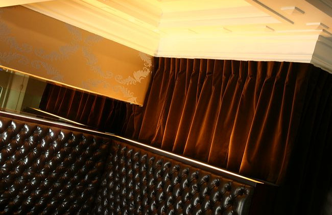 3C - Mezzanine Booth Seat