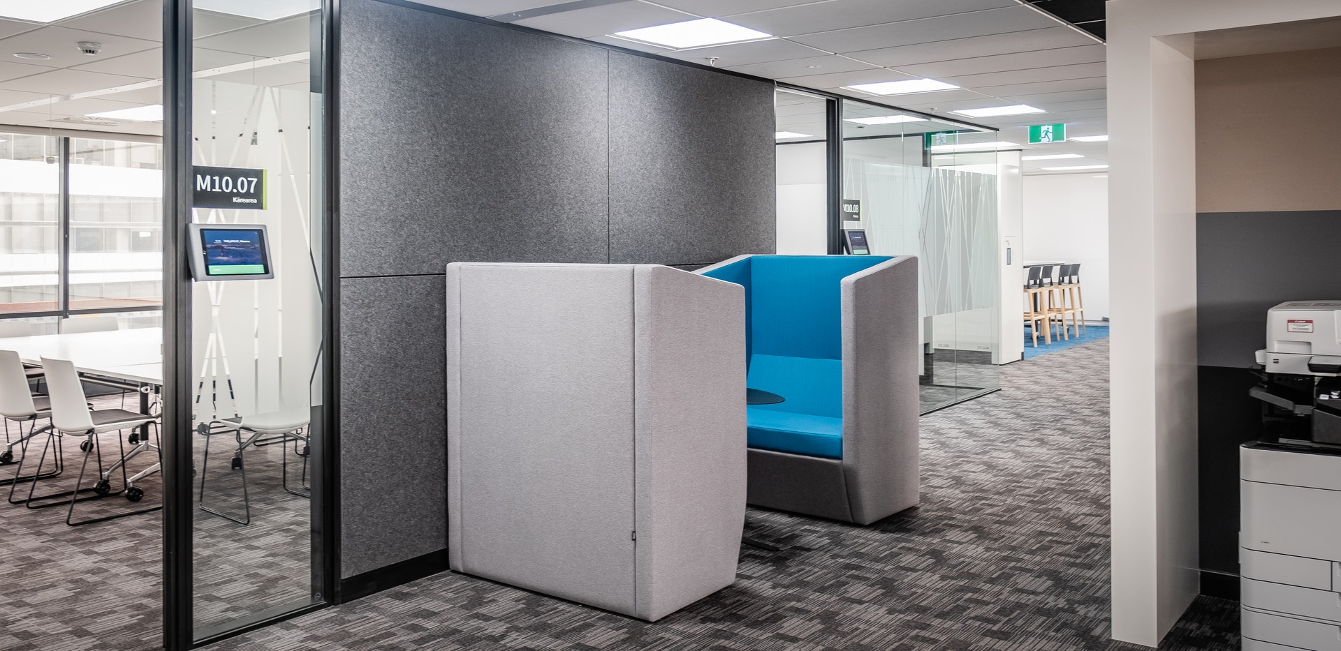 Booth Seating & Meeting Rooms