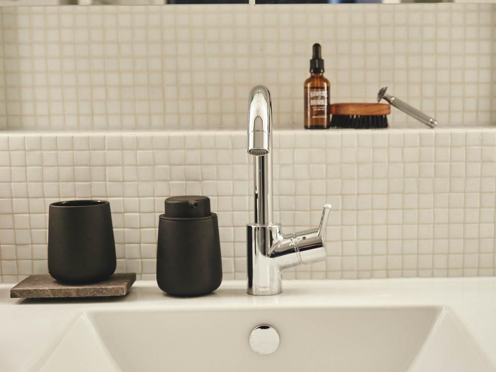 schöne Accessoires im Bad der Mietwohnung
