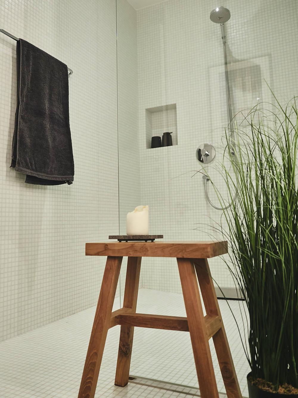 Pflanze, Holz, Accessoires und Dusche