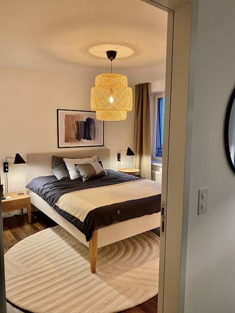 Schlafzimmer, Wandleuchten House Doctor, Deckenleuchte Ikea, Bett Pfister Möbel, Teppich Bolia