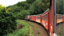 Trem turístico que liga Curitiba a Morretes volta a operar