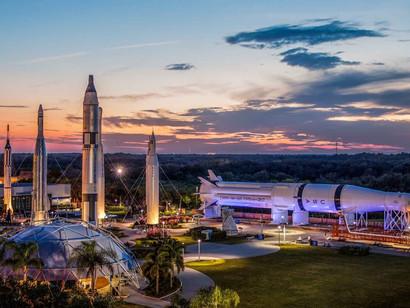 NASA Kennedy Space Center Visitor Complex convida para férias inesquecíveis próximo a Orlando, Flóri