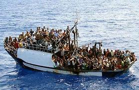 Μεταφορά προμηθειών σε λαθρομετανάστες