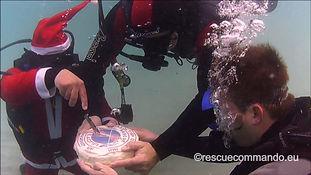 Υποβρύχια κοπή πρωτοχρονιάτικης πίτας