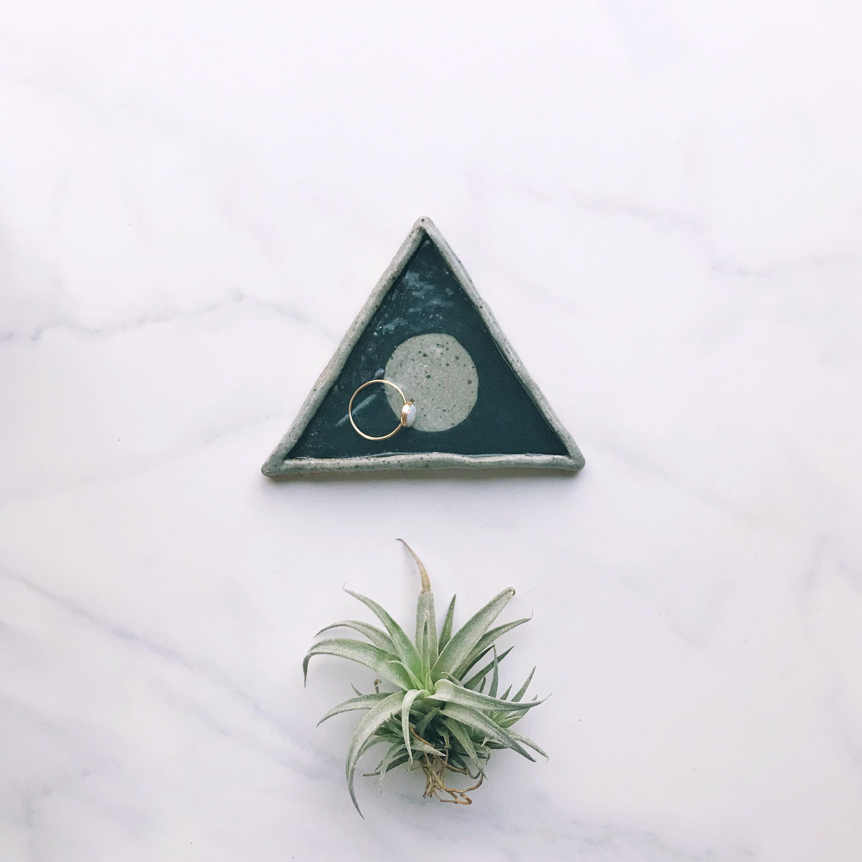 Full moon triangle ring dish