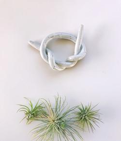 Ceramic knot object