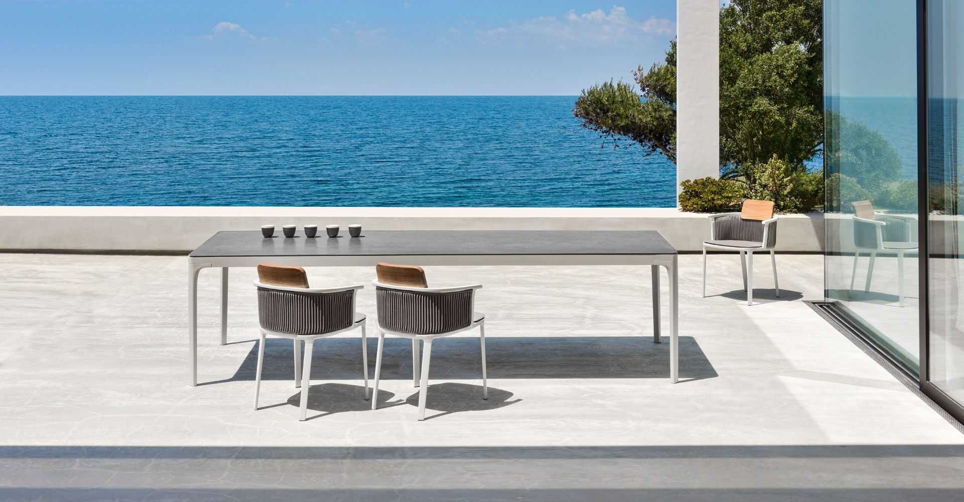 Play_dining-table_Ethimo
