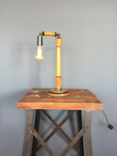 Table lamp in turned wood