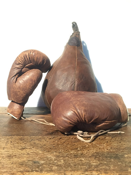 Spalding leather punch bag and gloves