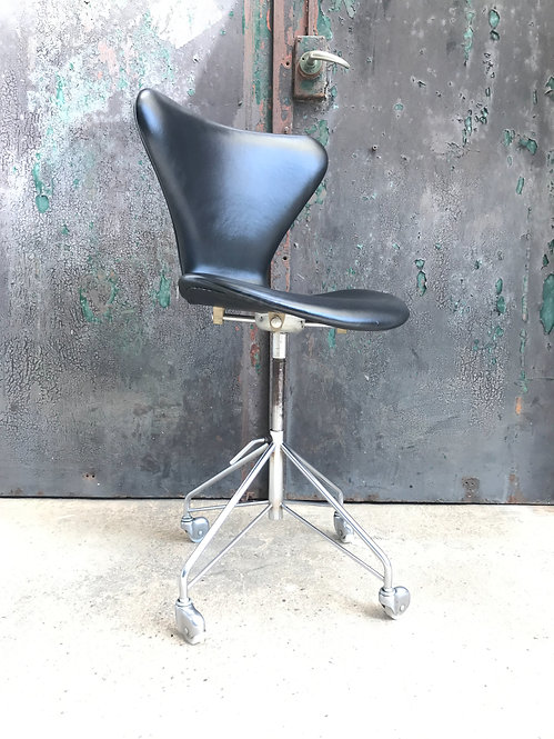 Arne Jacobsen Swivel Office Chair From The 1960s
