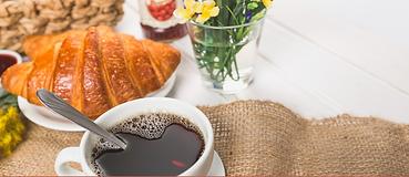 Desayuno, café, cuernito
