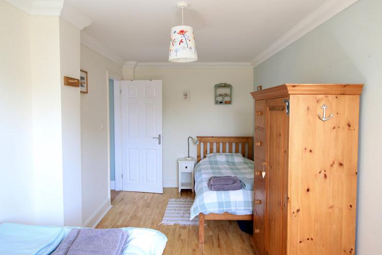 SG twin bedroom.jpg