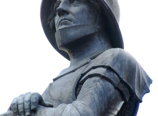 ...am Berliner Platz das Denkmal von Hartmuth XII. von Kronberg