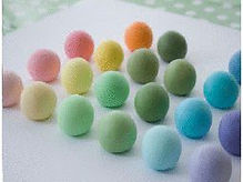Dye and change the colour of sugar paste