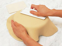 How to cover a cake with sugarpaste