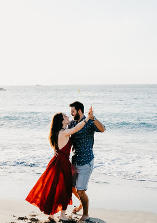 Sesión de fotos de pareja en la playa en Menorca