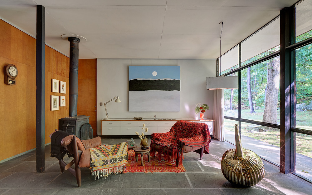 Midcentury modern living room. At The Noyes House: Blum & Poe, Mendes Wood DM and Object & Thing. The Noyes House, New Canaan, Connecticut. Photo by Michael Biondo. Works pictured [left to right]: Yoshitomo Nara, four drawings (2019); Patricia Leite, Entre Nuvens (2020); Gaetano Pesce, Table Top Vase (2020); Green River Project LLC, Airline Pendant (2020); Gaetano Pesce, Drip Vase (2020); Alma Allen, Not Yet Titled (2020).