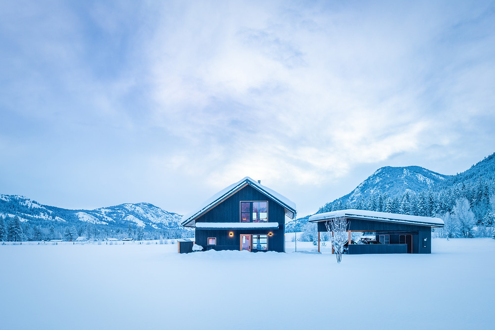 Cabin and carport in snow. The clients fell in love with the surrounding scenery, and Johnson Architects made sure to include plenty of windows in its design of the loft. Image: Benjamin Drummond.