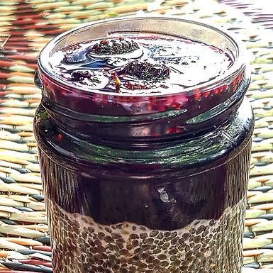 פודינג זרעי סרפדים בסירופ תות