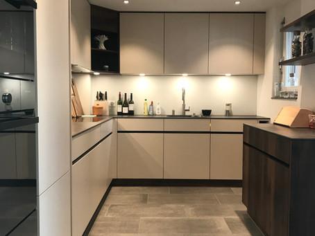 PET Oberflächen in Küchenprojekten