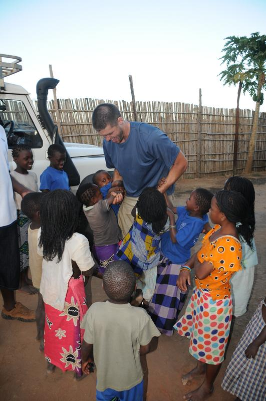 DSV with Mozambiquen Kids.jpg