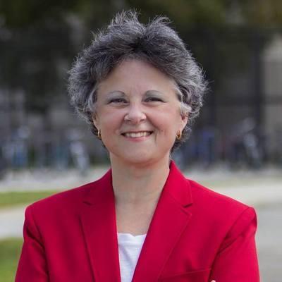 Dr Alina Valdes