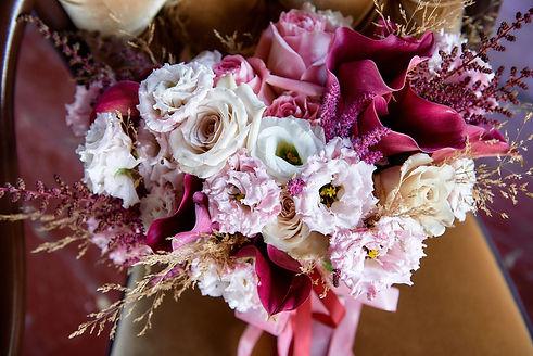 свадебный букет. невеста букет. свадебные цветы. цвета свадьбы. бордовая свадьбы