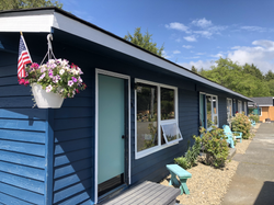Exterior bungalow at Pacific Dunes Resort