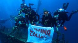 Galera Diving College Mergulhando