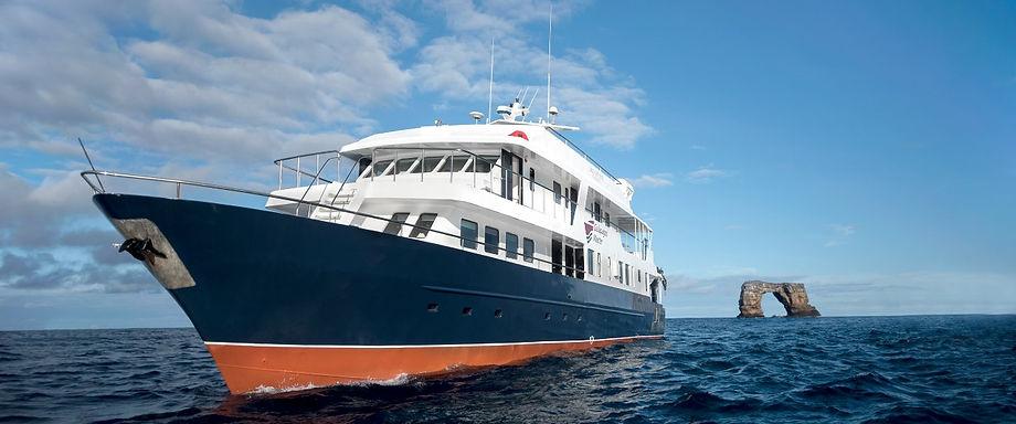 galapagos boat.jpeg