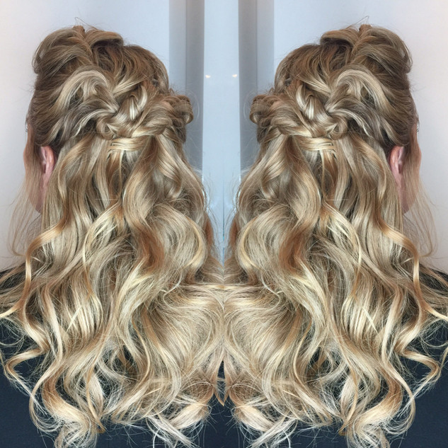 Half-Upstyle Using Aqua Clip-in Hair Extensions