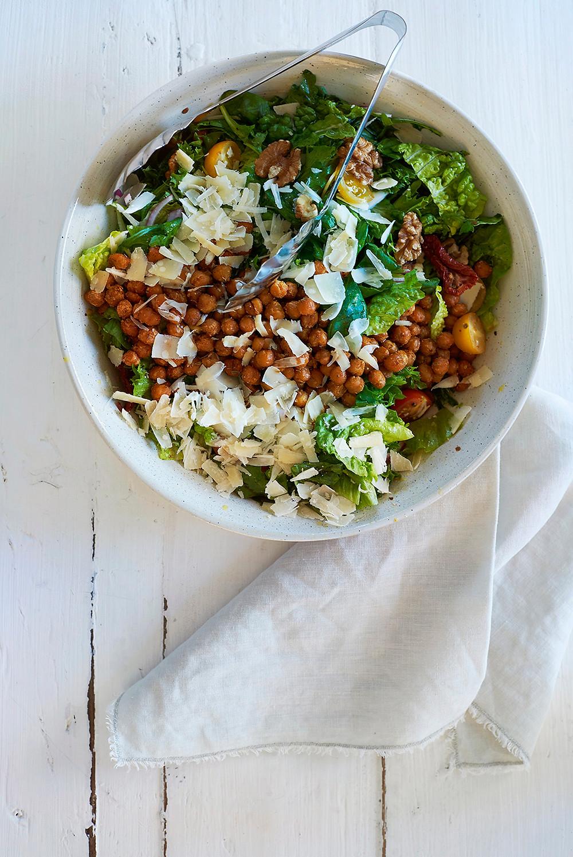 Salat med kikerter og parmesan