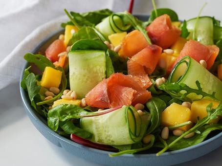 Salat med mango og røkt villaks