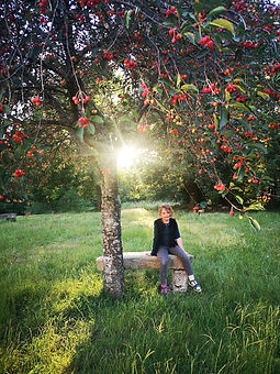 anna sous l'arbre.jpg
