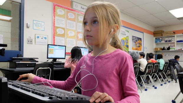 young-girl-using-computer-to-code-in-winnipeg