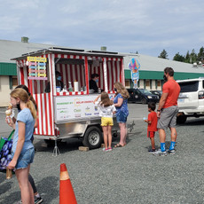 Happy Cones: A cool student solar-powered ice cream trailer