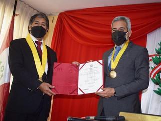Juramenta nuevo regidor provincial de Barranca, Patricio Gutierrez Escalante