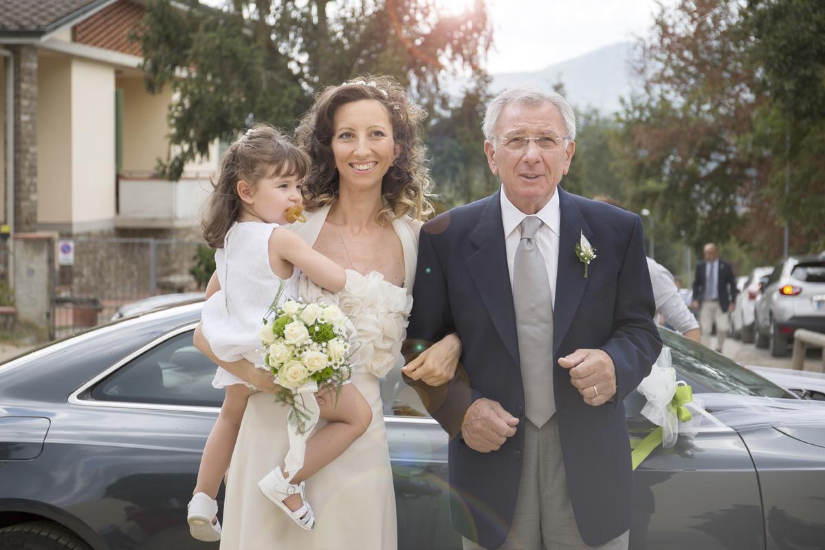 matrimonio-cristina-e-matteo-toscana-arrivo-sposa-con-bimba