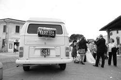 matrimonio-raffaella-e-vincenzo-sesto-fiorentino-firenze-bianco-e-nero-camioncino-sposi