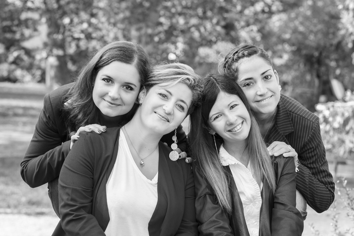 servizio-fotografico-amiche-gruppo-ragazze-bianco-e-nero