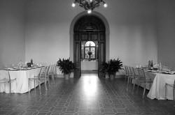 matrimonio-raffaella-e-vincenzo-sesto-fiorentino-firenze-bianco-e-nero-sala-ricevimento-cena